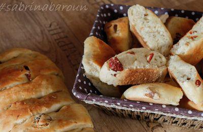 pain aux tomates sechées, ail et romarin