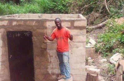 En Guinée, un professeur de maths électrifie tout seul son village natal