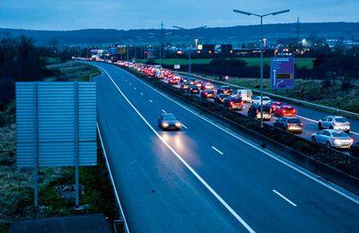 En train ou en voiture, être à l'heure au travail est devenu mission impossible