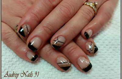French noire et nail art scintillant bronze + strass