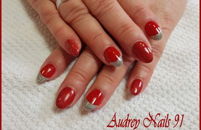 Gel de couleur rouge + french scintillant argent