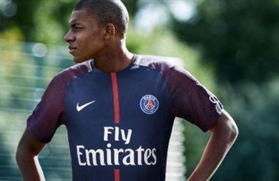 Kylian Mbappé signe au PSG