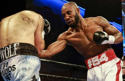 Boxeador cubano hace brotar sangre del rostro de su rival en convincente triunfo