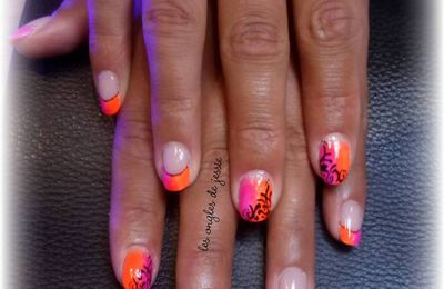 manucure fluo rose et orange