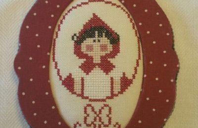 ... Parlando di storielle e di broderie rouge .. un bel ''cappuccetto'' rosso è quel che ci vuole