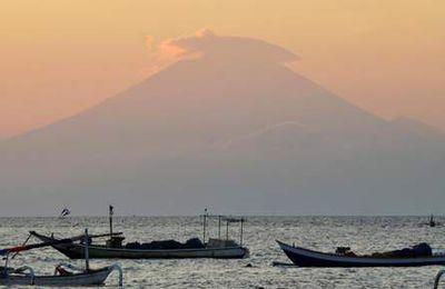 ALERTE - Bali: près de 50.000 habitants évacués par crainte d'éruption d'un volcan (officiel)
