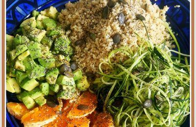 Buddha bowl : Salade de spagetti de courgettes, oranges, quinoa, avocat