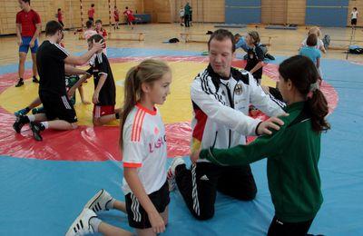 """Sportliche Talente entdecken, fordern, fördern - Projektpräsentation """"Sport Intensiv"""" des Gymnasiums Veitshöchheim in der Veitshöchheimer Dreifachturnhalle am 4. Februar 2017"""