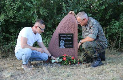 Kameradschaft in Stein gemeißelt in der Balthasar-Neumann-Kaserne -  Eine menschlich anrührende Geschichte über verstärkt gelebte Erinnerungskultur in den Streitkräften