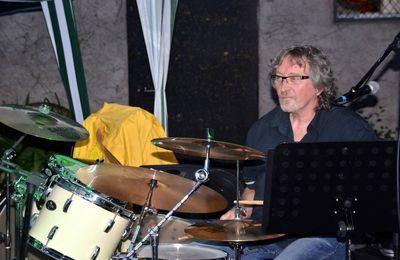 Christian Pouillat : une longue carrière derrière la batterie.