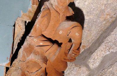 Lacharpentesculptéede l'église de Saint-Divy ( Finistère) par le Maître de Pleyben (vers 1570-1580) : sablières, blochets,  et clefs de voûte.