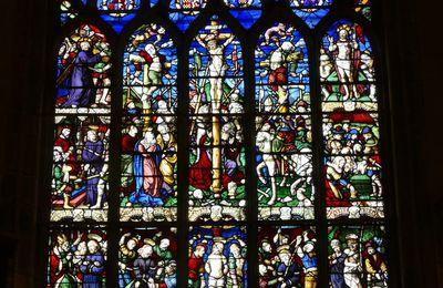La maîtresse-vitre de l'église Saint-Yves de La Roche-Maurice.