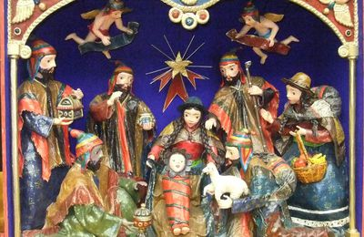 Invitation à regarder des photos de santons et de crèches durant la période estivale