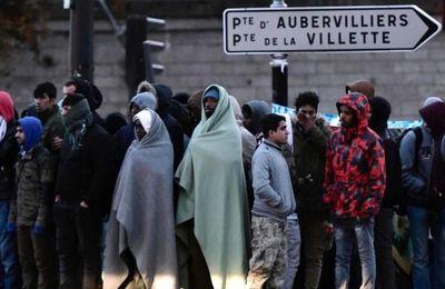 Paris : plus d'un milliers de jeunes migrants primo-arrivants installés porte de la Chapelle