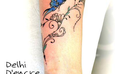 Tatouage arabesques et papillon avant bras