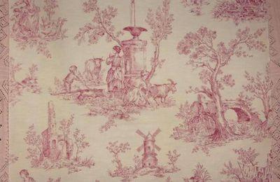 Un tissu vintage à impressions toile de Jouy coloris framboise