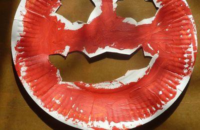 Citrouille avec assiette en carton et peinture