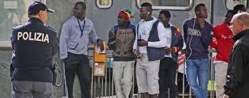 Cagliari:sbarcati oggi più di 800 migranti,poliziotti incazzati:non vengono pagati da febbraio