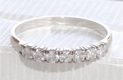 BAGUE DEMI ALLIANCE EN OR BLANC 18 K ( 750 ) - DIAMANTS 0,42 ct    REF / AA 922