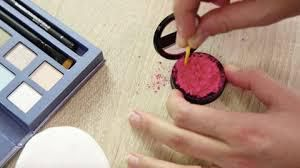ASTUCES POUR REPARER SON MAKE-UP CASSE
