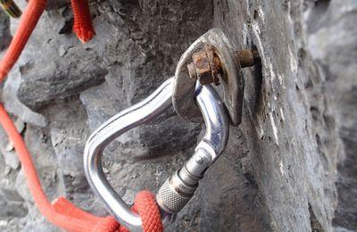 """Rééquipement du canyon de """"Cognas"""" (Castellane)"""