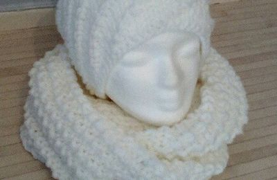 ENSEMBLE SNOOD/BONNET AU TRICOT