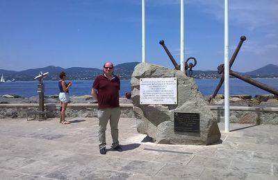Moi et ma dernière photo prise à Saint-Tropez le 9 juin 2017 à côté de la stèle qui rend honneur à nos alliés qui ont libéré la PROVENCE le 15 AOÛT 1944