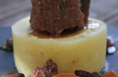 Queue de boeuf en daube, écrasée de pomme de terre à l'ail et huile d'olive