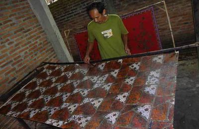 Batik: Excotic Textile Form Indonesia