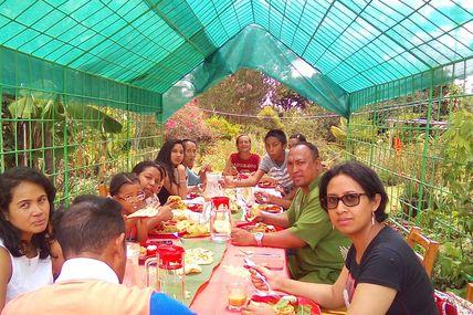 Quand une famille entière visitent est déjeunent à la Ferme de Morarano ... c'est une vraie aventure ! ! !