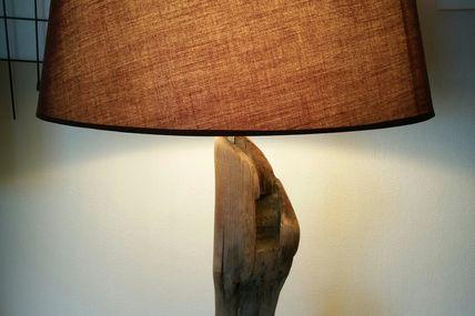 Lampe dormant de porte (?) en bois flotté (réservée)