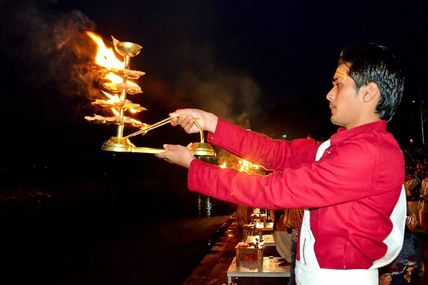 Triveni Ghat: Famous for the Ganga Aarti