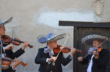 BARCELONNETTE (fêtes latino-mexicaines et Rando)