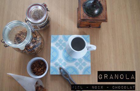 Granola miel, noix de Grenoble et chocolat noir