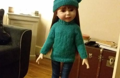 Un pull et un bonnet pour Natalia poupée NPK