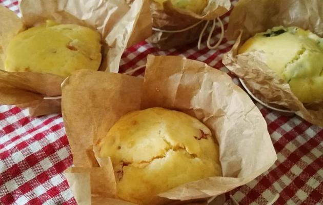 Muffin con zucchine, pancetta e formaggio