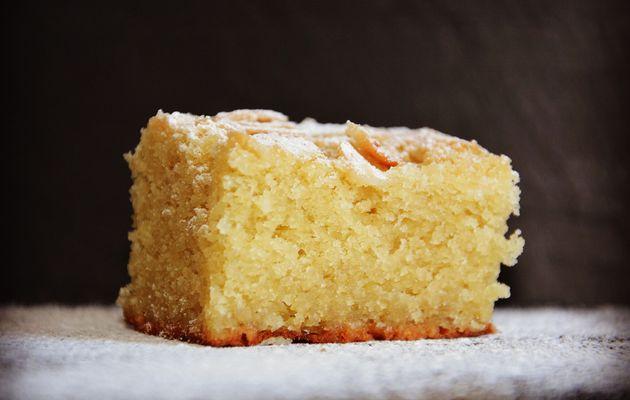 Gâteau aux Amandes avec la croûte craquante
