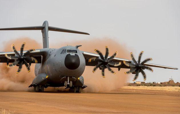 L'A400M effectue une nouvelle campagne d'essais sur terrain sommaire à Gao, au Mali