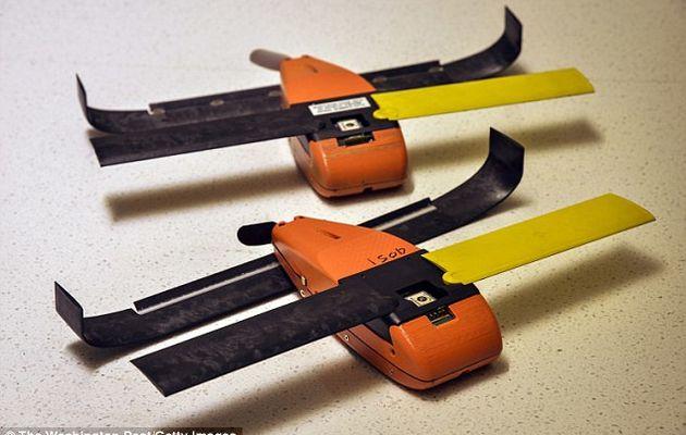 Trois F/A-18 Super Hornet libèrent un essaim d'une centaine de micro-drones Perdix
