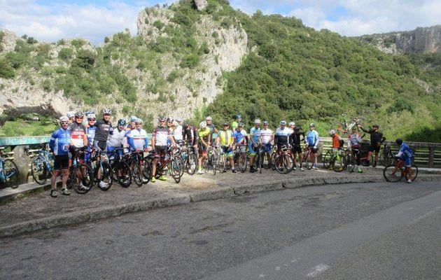 07/05 BCB/GDD : Presque un début de vacances avec le passage du Pont d'Arc entre Vallon et le Serre de Tourre le long de l'Ardèche.