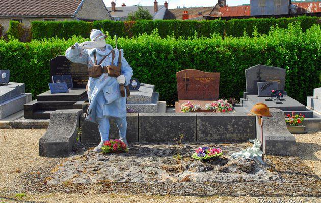 Dormans : le Poilu du cimetière  (Monument en péril)