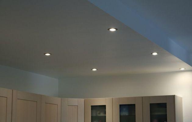 Mon plafond de cuisine ouverte est à éclairage à LED connecté