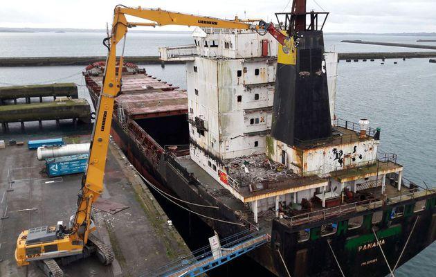 Déconstruction des bateaux - Les Recycleurs Bretons innovent à Brest (29)!