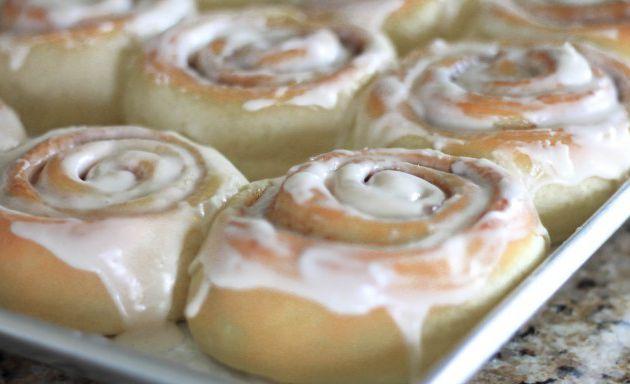 Diferentes recetas de glaseado para los rollitos de canela /cinnamon rolls y otros postres