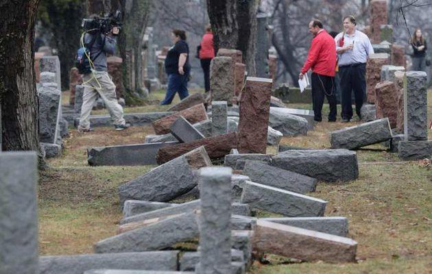 USA : Des musulmans lancent une collecte pour réparer des tombes juives profanées
