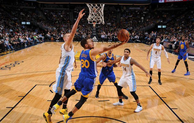 Stephen Curry (33 points) et les Warriors en démonstration à Denver
