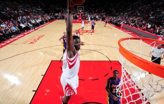 Houston donne une leçon aux Lakers