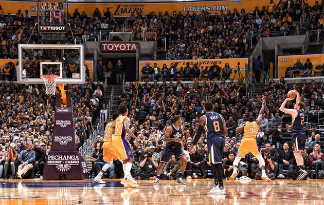 Les Lakers craquent encore face au Jazz