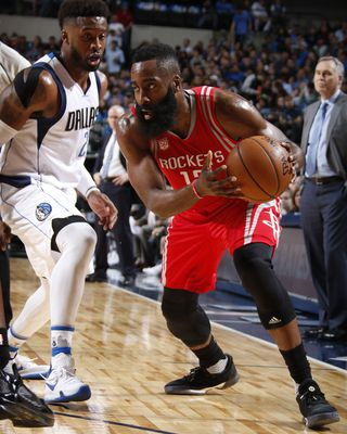 James Harden guide les Rockets face à Dallas