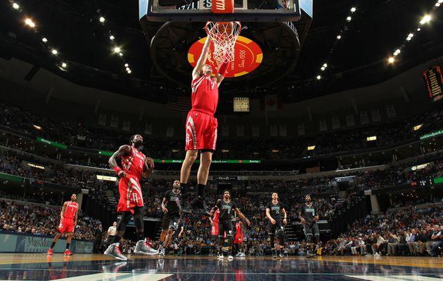 Les Rockets donnent une leçon à Memphis